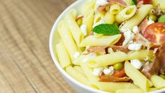 Italian penne pasta salad with mozzarella, tomatoes and prosciutto ham stock photo - 32144704 Penne Pasta Salads, Mayo Pasta Salad Recipes, Healthy Pasta Salad, Easy Pasta Salad Recipe, Salad Dressing Recipes, Healthy Salad Recipes, Dog Food Recipes, Spinach And Tomato Tortellini, Feta