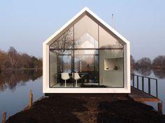Mooi compact tuinhuis met vouwwand.  Groots in relatie met omgeving - Architectuur.nl