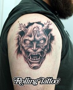 Tatuaje Máscara Oni | Oni Mask Tatttoo | A falta de un par de detalles que quiero rematar cuando esté curada, esta es la máscara Oni de nuestro amigo Antonio. Quería algo salvaje e incluso terrorífico... esperamos haberlo conseguido. | Diseño y tatuaje realizados por Javier Jiménez, tatuador e ilustrador en Rolling Tattoo Fuengirola | All Rights Reserved | #OniMaskTattoo #Tattoo #Tatuaje #Terror #DevilTattoo