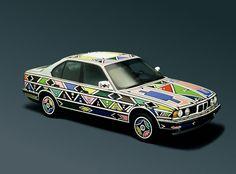 Afrique du sud : une BMW 525i décorée par l'artiste Sud-Africaine Esther Mahlangu