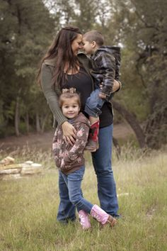 How to Take Memorable Mother's Day Photos! Photographer Amanda Brummer-Onstott offers tips for creating images you and your family will cherish forever. Cool Gifts, Best Gifts, Unique Gifts, Mother's Day Photos, Family Photos, Custom Iphone Cases, Lights Camera Action, Real Moms, Create Image