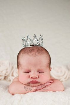 Newborn crown newborn tiara Baby headband by sprinklesforsprouts Newborn Poses, Newborn Shoot, Baby Newborn, Newborns, Newborn Pictures, Baby Pictures, My Baby Girl, Baby Love, Baby Girls