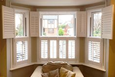 Half-plantation style shutters are a great way of maintaining your privacy when your windows face onto a street. And they're a good alternative to curtains too. Sunroom Windows, Blinds For Windows, Curtains With Blinds, Bay Windows, Bay Window Decor, Interior Window Shutters, Living Room With Fireplace, Home Living Room, Curtain Alternatives