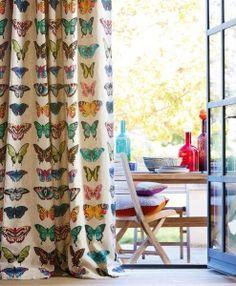 mariposas en las cortinas