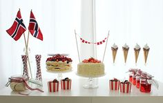 Bilderesultat for 17 mai kake Constitution Day, Public Holidays, Just Eat It, Time To Celebrate, Some Times, 4th Of July, Red And White, Entertaining, Party