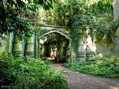 The Egyptian Avenue, Highgate Cemetery West (1839), England. Now a Grade 1 listed park.