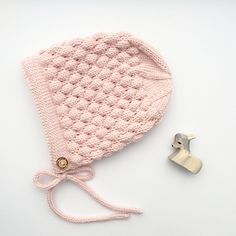 The cloud bonnet is a fun and beautiful textured hat inspired by classic patterns.