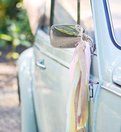 Trouwauto versiering | Weddingdeco.nl Spring Wedding, Diy Wedding, Dream Wedding, Wedding Day, Wedding Flowers, Wedding Car Decorations, Festival Wedding, Wedding Engagement, Wedding Planner