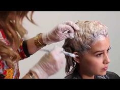 Aprende fácil y quita el CASTAÑO y aplica RUBIO COBRIZO. remove the CHESTNUT and apply COBRIZO BLOND - YouTube Pelo Cafe, Cap Highlights, Cabello Hair, Hair Color For Women, Sally Beauty, Cut And Style, Beauty Hacks, Beauty Tips, Dyed Hair