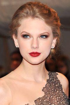 33 Taylor Swift Hairstyles - Taylor Swift's Curly, Straight, Short, Long Hair - Harper's BAZAAR