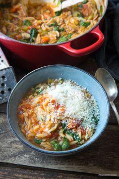 Orzo-Eintopf (Reisnudel-Eintopf) mit Spinat – Madame Cuisine Orzo stew (rice noodle stew) with spinach – madame cuisine Stew Meat Recipes, Beef Recipes For Dinner, Recipe Stew, Beef Stew Crockpot Easy, Crockpot Recipes, Risoni, Beef Recipe Instant Pot, Soul Food, Easy Meals
