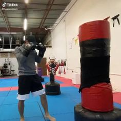 Mixed Martial Arts Training, Self Defense Martial Arts, Martial Arts Workout, Boxing Training Workout, Kickboxing Workout, Mma Training, Kick Boxing, Muay Thai Workouts, Fighter Workout