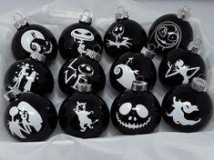 Dark Christmas, Christmas Night, Christmas Tree Themes, Xmas Tree, Christmas Crafts, Christmas Ideas, Grinch Christmas, Christmas Stuff, Holiday Ideas