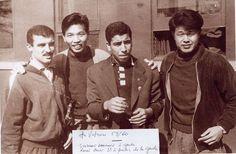Joueurs du FLN en Vietnam (1959)  1959. Membres de la délégation : Soukane Dahmane (à gauche de l'image), Rouai Stmar (au milieu).