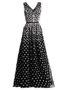OSCAR DE LA RENTA Floral-appliqué silk-organza gown. #oscardelarenta #cloth #gown