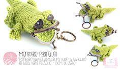 Monedero-llavero amigurumi tejido a ganchillo en lana verde pistacho - 15cm de largo  ··· #MisMatraquillas #amigurumi #ganchillo #crochet #llavero #monedero #encargo #regalo #hechoamano #DIY