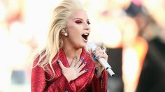 Super Bowl 2016 : Lady Gaga interprète l'hymne américain Check more at http://people.webissimo.biz/super-bowl-2016-lady-gaga-interprete-lhymne-americain/