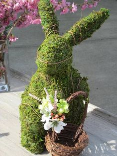 40 fresh spring decoration ideas - tinker with moss and decorate Easter Flower Arrangements, Handmade Christmas Decorations, Spring Decorations, Alternative Christmas Tree, Holiday Centerpieces, Plant Hanger, Flowers, Massage, Photograph