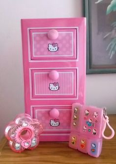 VINTAGE HELLO KITTY STICKERS COMPARTMENT BOX