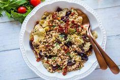 Mediterranean Farro Salad Recipe with Champagne Vinaigrette Recipe Veggie Recipes, Salad Recipes, Dinner Recipes, Healthy Recipes, Holiday Recipes, Vegetarian Recipes, Healthy Food, Mediterranean Farro Salad Recipe, Mediterranean Diet