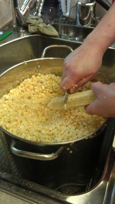 Cooking the Deals: How to Freeze Sweet Corn Frozen Sweet Corn Recipe, Frozen Corn Recipes, Sweet Corn Recipes, Creamed Corn Recipes, Freezing Fresh Corn, Sweet Cream Corn, Cooking Sweet Corn, Homemade Cream Corn, Canning Recipes