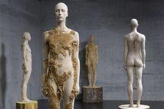 Phenomenal wood carvings by Italian sculptorAaron Demetz