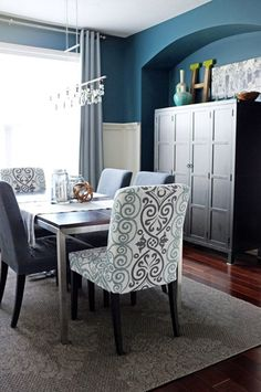 Love the idea of pattern chairs for the head of the table and having the other chairs a solid color.