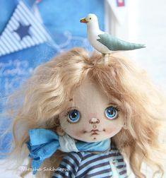 Ещё одна голубоглазка и вновь с чайкой. Куколка продана. #куклысахаровойнатальи #морскаятема #handmade #artwork #кукла #интерьернаякукла #шитиемое #море #чайка#текстильнаякукла #doll