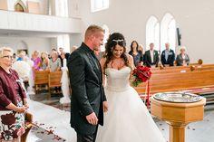 Braut und Bräutigam bei der kirchlichen Trauung. Foto: http://weddings.lauramoellemann.de