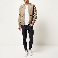 Awesome Men Bomber Jacket Outfits Ideas To Try - There has always been a lot of debate about whether a mens bomber jacket should be black or brown. The purists will argue that it should definitely be. Beige Bomber Jacket Mens, Bomber Jacket Outfit, Leather Flight Jacket, Bomber Jackets, Beige Outfit, Outfits Casual, Men Casual, Men's Outfits, Harrington Jacket