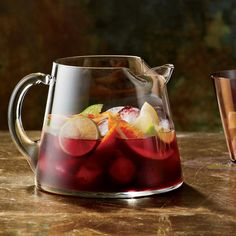 Thanksgiving pitcher drinks include fruity sangria, mojitos and mulled red wine. Plus more Thanksgiving pitcher drinks. Best Sangria Recipe, Red Sangria Recipes, Cocktail Recipes, Wine Recipes, Cooking Recipes, Fast Recipes, Summer Recipes, Cooking Tips, Healthy Recipes