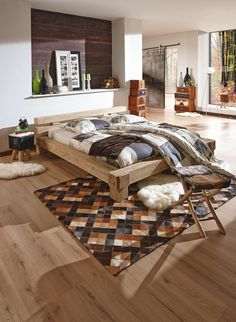 """Dieses Bett aus der Serie """"Victoria"""" ist ein echter Hingucker in Ihrem Schlafzimmer. Das Schmuckstück aus massivem Echtholz kommt mit einer geölten Oberfläche und setzt damit schöne Akzente in Ihrem Zuhause. Die eckigen Füße sorgen außerdem für einen stabilen Stand. Das Akazienholz besticht durch seine natürliche Farbgebung und passt damit ideal zu Ihren Möbeln. Setzen Sie rustikale Akzente mit diesem Bett aus der Serie """"Victoria"""" von CARRYHOME!"""