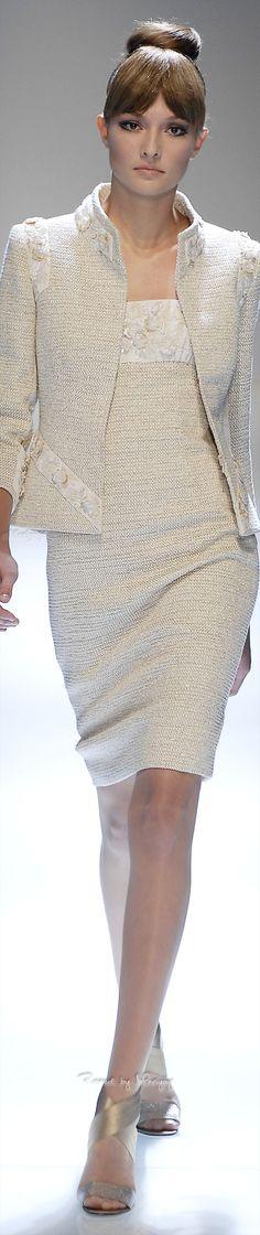 Hervé Léger by Max Azria Resort 2017 Fashion Show Fashion 2017, High Fashion, Fashion Show, Womens Fashion, Fashion Design, Fashion Dresses, Valentino, Chanel Couture, Overall
