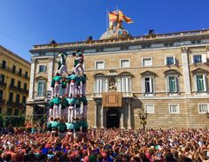 Human tower in Barcelona (OC) || Click on the photo to discover the most incredible destinations with us :)