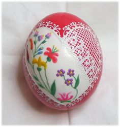 A second Valentine Egg from the crafty hands of Karen Hanlon. Karen will be teaching this technique at the PysankyUSA Retreat 2015. It will be a class that will fill up fast!