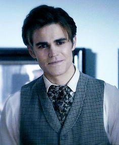 Awwwwww, maybe not as hot as Damon but still, AWWWWWWW!!!!!!