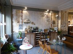 Boutique les fleurs Cadeaux-accessoires maison-brocante-petit mobilier : 5 rue trousseau. Paris XI du mardi au samedi de 11h30 à 19h30