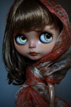 Blythe looks like famous National Geographic photo♥