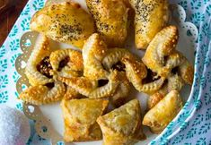 Pasteijat kolmella tapaa Savoury Baking, Onion Rings, A Food, French Toast, Kala, Meat, Breakfast, Ethnic Recipes, Morning Coffee