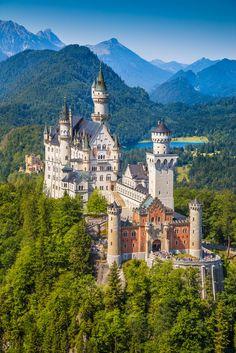 Neuschwanstein Castle, southwest Bavaria, Germany | © canadastock/Shutterstock