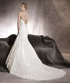 Alexia - Wedding dress in tulle, lace and plunging back in gemstones