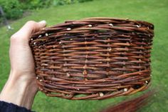 Basketry 101 - tutorial on how to make a basket. Weaving a wicker basket; the most comprehensive basket tutorial on the internet- jonsbushcraft.com step by step great tutorial
