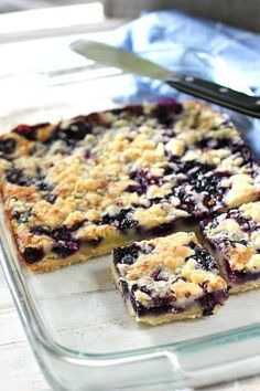 Blueberry Pie Bars ~ a super easy recipe! Fresh or frozen blueberries will work! Source by Related posts: Easy Blueberry Pie Bars Easy Blueberry Pie Bars Apple Blueberry Pie Bars Cake Bars, Easy Blueberry Pie, Frozen Blueberry Recipes, Blueberry Squares, Recipes With Frozen Blueberries, Blueberry Cookies, Healthy Blueberry Desserts, Blueberry Crumble Bars, Blueberry Topping