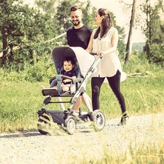 #abcdesign #thinkbaby #familytime #family #mother #dad #mommy #father #mom #dad #child #children #kids #little #boy #nature #walking #outside #abcdesign_viper4 #viper #kinderwagen #stroller #pram #outward_looking #outwardlooking #airwheels #melange #leather #love #instagood #photooftheday