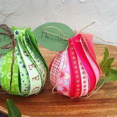 簡単かわいい♡マスキングテープで洋梨形ラッピング - 暮らしニスタ Paper Fruit, Diy And Crafts, Wraps, Gift Wrapping, Packaging, Christmas Ornaments, Holiday Decor, How To Make, Handmade