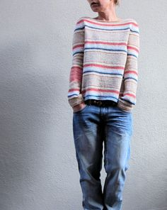 Полосатый пуловер спицами сверху Hanami