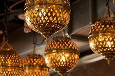 Lanternes Marocaines - Kif-Kif Import   spécialiste dans la fabrication personnalisée, la vente de meubles en bois et décorations exotiques.