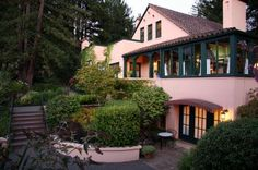 Applewood Sonoma Wine Country Inn Breakfast is a wonderful place. Food is great but expensive. Would go again.