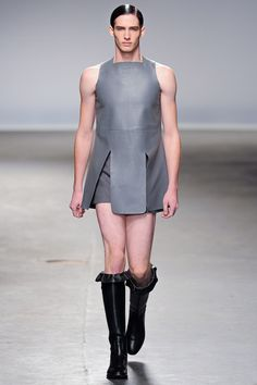 Summer 2020 Men's Fashion Collection: Skirts And Dresses! Fashion Fail, Weird Fashion, Fashion Show, Mens Fashion, Fashion Design, Unisex Fashion, Fashion Ideas, Men Wearing Skirts, Wearing Dresses