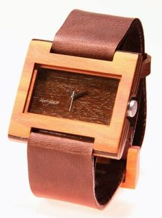 Reloj de pulso en madera marca Maguaco RM007. Maderas: Carreto Guajiro y Ebano Sinuano. $170.000 COP